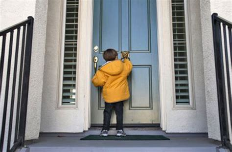 imagenes animadas tocando la puerta el ni 241 o desde adentro