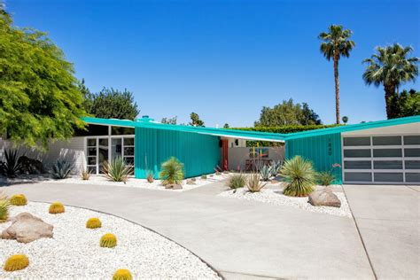 Golf Backyard The Mid Century Modern Style In Palm Springs