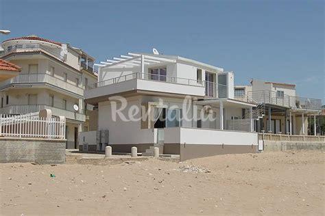 appartamenti in affitto sicilia mare appartamento in affitto sul mare casuzze caucana santa
