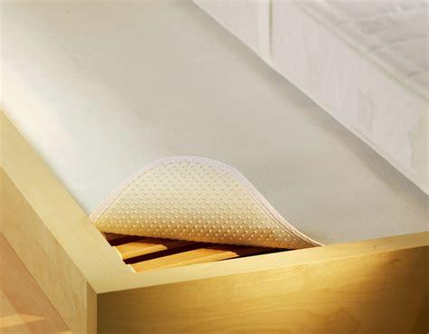 schaum matratzen ideal f 252 r schaum matratzen noppen matratzenschoner
