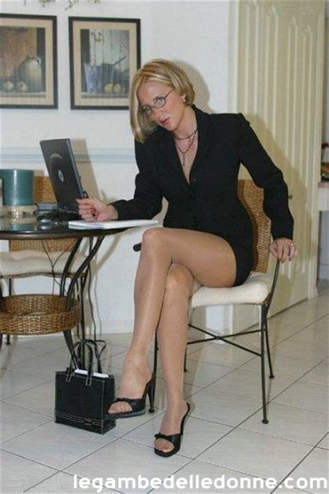 immagini collant ufficio skin color gambe in ufficio