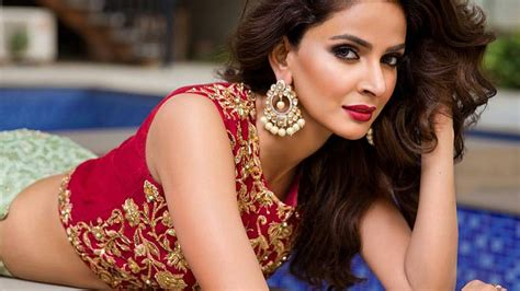 bollywood heroine height weight hindi medium movie heroine real name saba qamar wiki