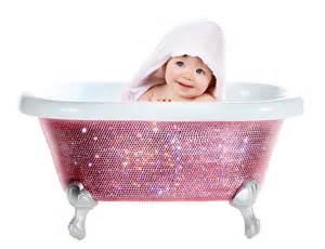 baby in badewanne baden mit baby in badewanne baden badewanne mit swarovski