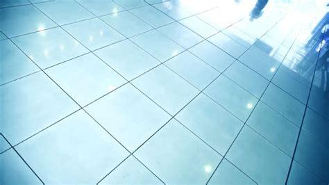 piastrelle smaltate come scegliere le piastrelle per pavimenti pratici e