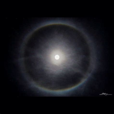 How Does The Moon Get Its Light Why A Halo Around The Sun Or Moon Space Earthsky
