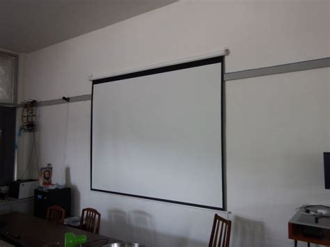 How To Hang A Projector Screen Hanging A Projector From Ceiling