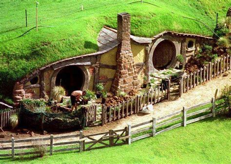 Hobbit Houses New Zealand | hobbiton the real hobbit village in matamata new