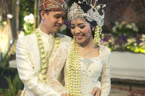 pernikahan adat sunda bertema classic white  wedding