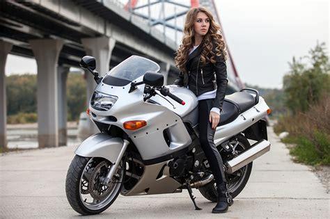 Frauen Und Motorradfahren by Hintergrundbilder Braune Haare Motorrad M 228 Dchens