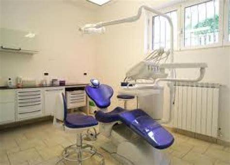 come si diventa assistente alla poltrona falso dentista a napoli i carabinieri lo inchiodano