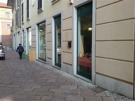 negozio di ladari ladri nel centro di magenta furto al negozio l angolo