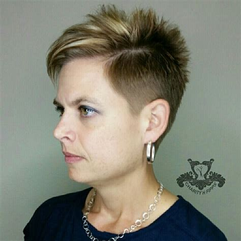 how to highlight a pixie cut blonde highlighted texturized undercut pixie