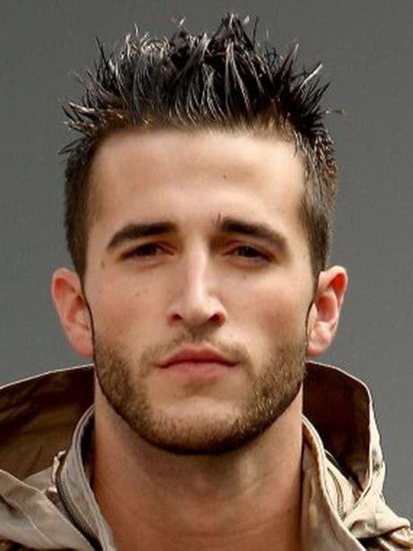 corti tende taglio di capelli maschile corto