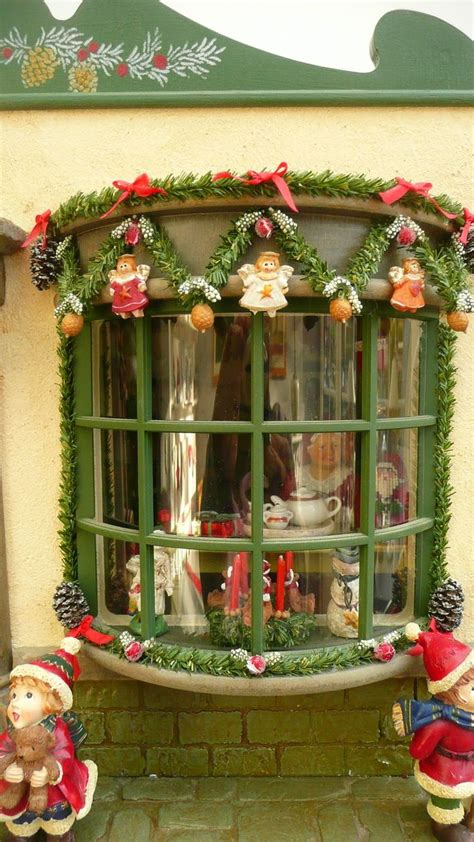 doll house christmas 215 best kerst poppenhuis images on pinterest miniature christmas dollhouse