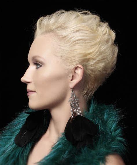 short platinum blond hightlights with dark undertones hairstyles short straight formal hairstyle platinum