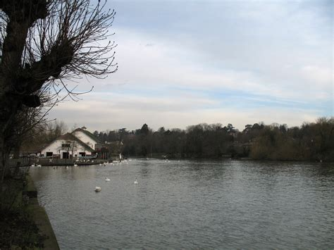 thames river reading thames path reading to henley on thames