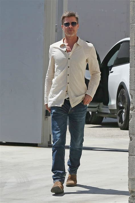 Sightings The Fashion World Style Second City Style Fashion by Brad Pitt Looks Thin And Casual In Sighting Outside