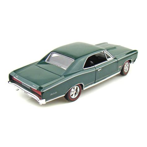 Welly Pontiac 65 Gto Diecast welly diecast 1966 pontiac gto green 1 18 scale diecast
