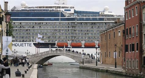 boat cruise venice large cruise ships in venice to be given wide berth