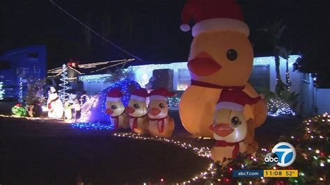 woodland hills christmas lights millions of lights adorn homes along candy cane lane in