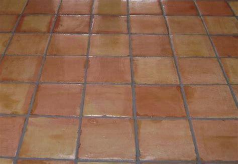 saltillo tiles le woman