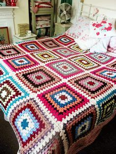 cozy company home individuales con puntillas de crochet y 1000 images about granny square chic love on pinterest