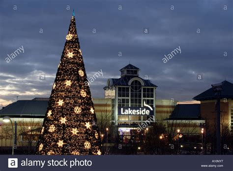 lakeside shopping centre essex at christmas stock photo