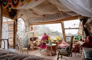 she shed book women are ousting men from man caves to create she sheds