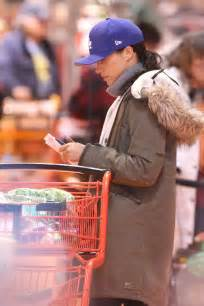meghan markle shopping in toronto 09 gotceleb meghan markle shopping in toronto 01 gotceleb