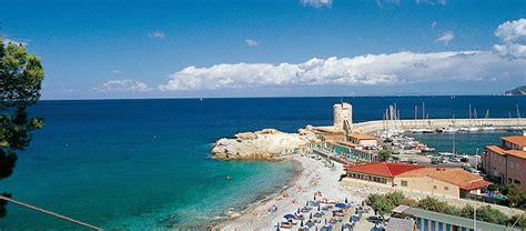 porto isola d elba isola d elba ecco dove trovare le migliori spiagge attrezzate