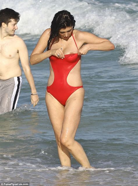 female wardrobe exposures brittny gastineau has accidental wardrobe malfunction