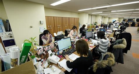 office photos file good smile company offices ladies jpg wikimedia commons