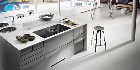 cucina con piano cottura a induzione cappa e piano cottura insieme un dialogo tecnologico