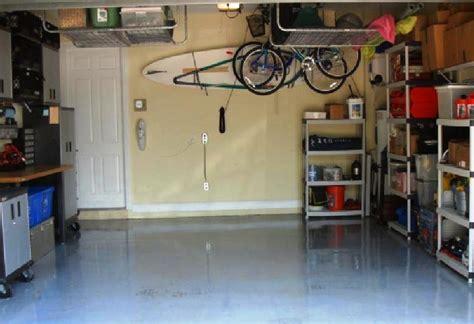 mensole a muro per garage come organizzare lo spazio in garage