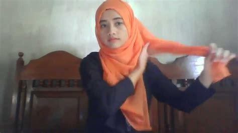 Cara Memakai Jilbab Segi Empat Formal cara memakai jilbab segi empat semi formal by erieza reiya