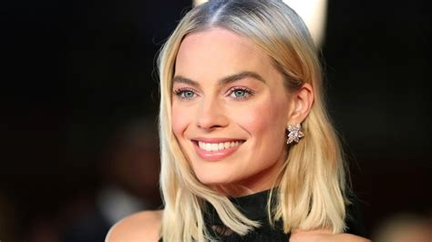 margot robbie new movie margot robbie in talks to play sharon tate in new