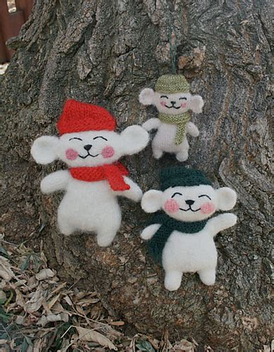 knitting pattern christmas mouse 10 free knit christmas ornament patterns