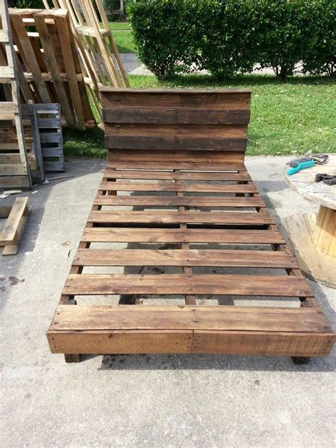 twin bed  completely   full size pallet