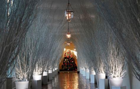 white house christmas decorations personally chosen  melania trump revealed