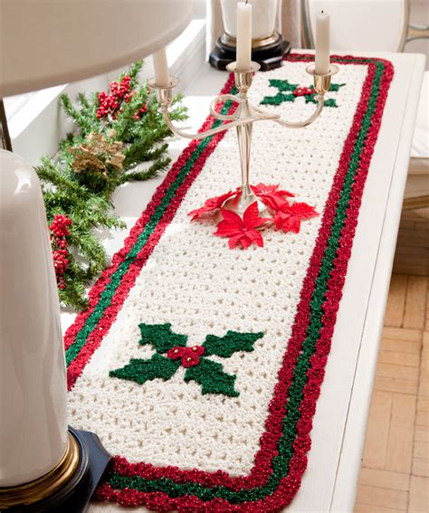 pattern christmas table runner holly table runner crochet pattern red heart