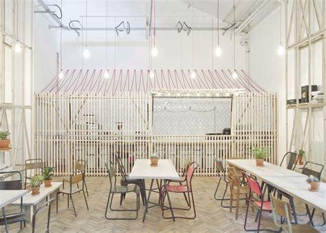Royal Interior Cleaning by Projekt Wn苹trza Uczelnianej Kawiarni Aran蠑acje Hoteli
