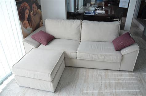 pouff divano divano mod dado 3 posti con pouff divani a prezzi scontati