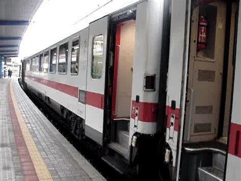 eu wagen berlin eurocity 174 bei der ausfahrt bratislava hlavn 225 stanica am