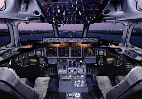 cabina di pilotaggio di un aereo infoviaggio viaggiare ai tempi di