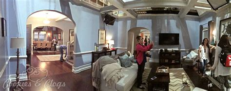 Bedroom Design Tv Show The Set Tour Of Black Ish Exclusive