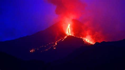 Main Door by Dode Door Vulkaanuitbarsting Japan Nu Het Laatste