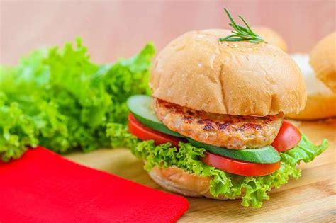 burger ayam bumbu pedas resep  dapur kobe