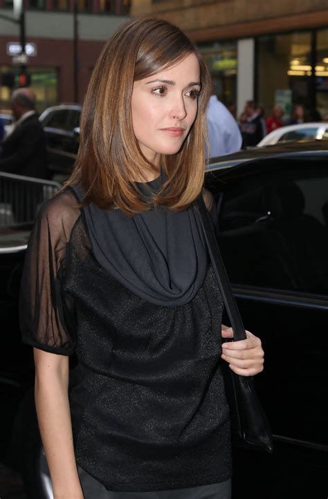 show me pictures of shoulder length straight haircuts rose byrne medium straight cut shoulder length
