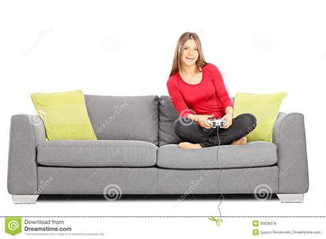 sofa video sentada femenina sonriente de los j 243 venes en un sof 225 y los