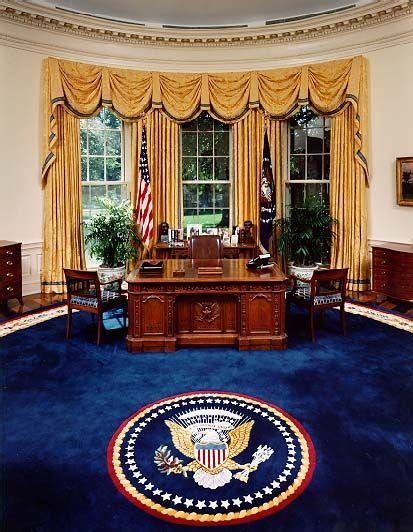 Desk In White House Oval Office White House President Desk A Replica Of The Desk Used By Us Presidents In The Oval Office